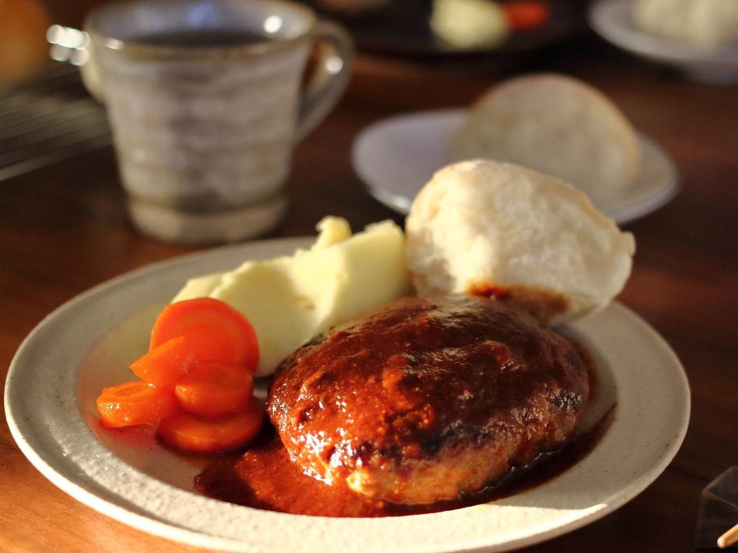 【絶対美味しい♪】肉汁たっぷりハンバーグの作り方&焼き方。おすすめソースも!